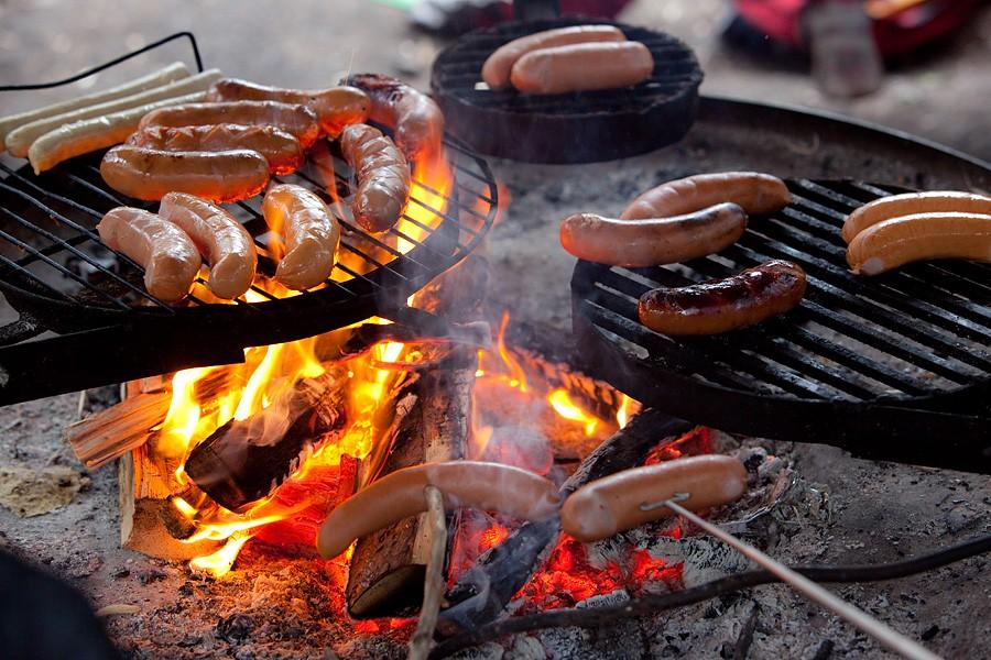 Täyslihamakkarat grillaajien suosiossa